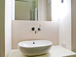 Salle de bain méditerranéenne par disegnoinopera Méditerranéen