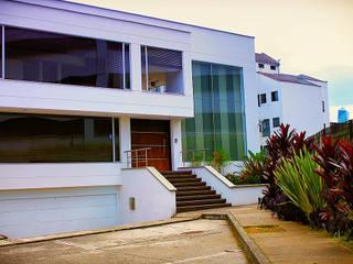 Modern houses by Politan Arquitectura+Diseño S.A.S. Modern