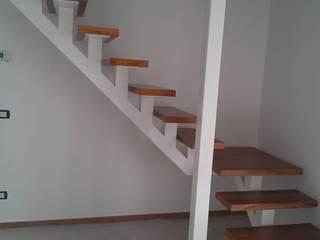 Lavori Pasillos, vestíbulos y escaleras de estilo moderno de ARREDO LEGNO Moderno