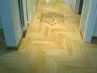 Lavori Paredes y suelos de estilo moderno de ARREDO LEGNO Moderno