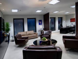 Office buildings by RUTE STEDILE INTERIORES & ARQUITETOS ASSOCIADOS, Modern