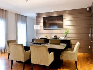 Projeto Apto Alto Pinheiros RUTE STEDILE INTERIORES Ruang Makan Modern