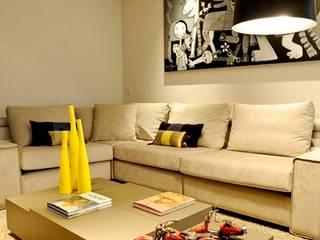 Projeto Apto Alto Pinheiros RUTE STEDILE INTERIORES Ruang Keluarga Modern