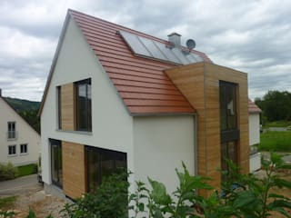 NUR HOLZ Massivholzhaus Ansichten:   von MCB International Timber-Work Limited