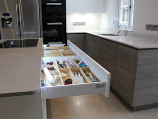 A Customer's ALNO Kitchen and Utility Room The ALNO Store Bristol Cucina moderna