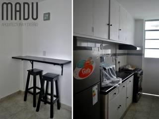 Restauración total de viejo departamento céntrico + interiorismo:  de estilo  por Estudio madu