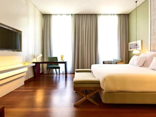 Bedroom: Salas De Estar Clássicas Por Strong Wood Floors