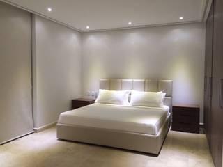 Minimalist bedroom by THE muebles Minimalist
