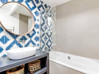SALLE DE BAIN PROJET COLOMBES, Agence Transition Interior Design, Architectes: Carla Lopez et Margaux Meza Salle de bain moderne par Transition Interior Design Moderne