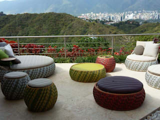 THE muebles Modern style balcony, porch & terrace