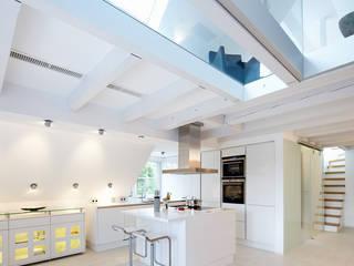Cocinas de estilo moderno de Planungsbüro für Innenarchitektur Moderno