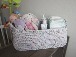 Panier de rangement en trapilho, panier au crochet pour chambre d'enfant, panier décorative et de rangement:  de style  par SONIA MAGALHAES