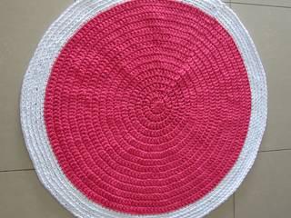 Tapis en trapilho zpagetti t-shirt yarn, tapis chambre bébé, tapis rond au crochet, tapis chambre fille:  de style  par SONIA MAGALHAES