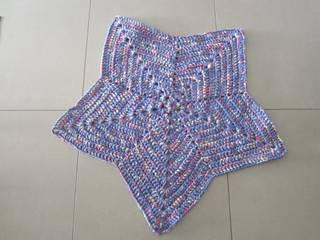 Tapis étoile en trapilho, tapis chambre d'enfant, tapis au crochet:  de style  par SONIA MAGALHAES