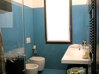 Bathroom by LEANDRO ASSOCIATI Architettura & Ingegneria - Venezia, Modern