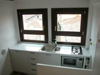Kitchen by LEANDRO ASSOCIATI Architettura & Ingegneria - Venezia, Minimalist