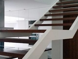 Casa da Gandarela Corredores, halls e escadas minimalistas por Hugo Pereira Arquitetos Minimalista