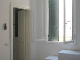 casa Z Venezia: Camera da letto in stile in stile Moderno di LEANDRO ASSOCIATI Architettura & Ingegneria - Venezia