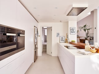 Bright light & white Minimalist kitchen by Holloways of Ludlow Bespoke Kitchens & Cabinetry Minimalist