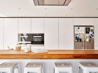 Bright light & white Holloways of Ludlow Bespoke Kitchens & Cabinetry Minimalist Mutfak Ahşap Beyaz
