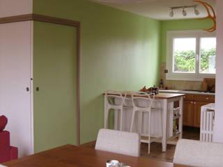 Réaménagement d'une maison:  de style  par One look inside