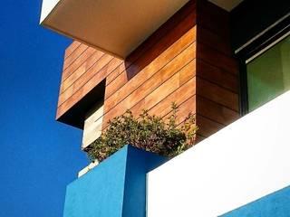 CASA AZUL LOMAS DIAMANTE: Hoteles de estilo  por JUAN CARLOS ROJAS ARQUITECTOS