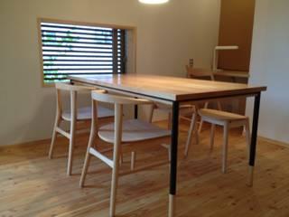 table & desk: 浅村家具製作所が手掛けた現代のです。,モダン