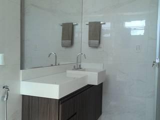 Apartamento em Divinópolis - MG: Banheiros  por Filipe Castro Arquitetura | Design,