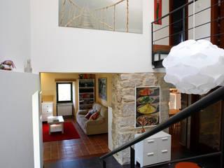 O eido da revolta_Vivienda Unifamiliar Pasillos, vestíbulos y escaleras de estilo moderno de MAGA - Diseño de Interiores Moderno