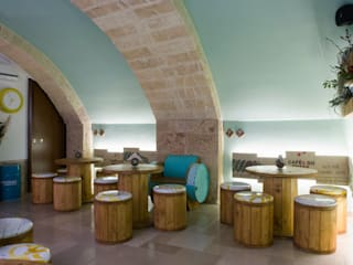 Green Barrel Beer Bar Bar & Club in stile eclettico di DressHome di Maria Incampo Eclettico