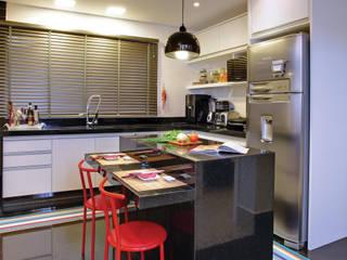 Híbrida Arquitetura, Engenharia e Construção Modern style kitchen