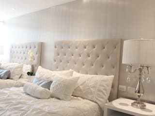 Modern style bedroom by Monica Saravia Modern