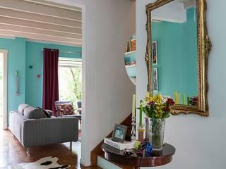 Pasillos, vestíbulos y escaleras de estilo moderno de Julia Ribeiro Fotografia Moderno