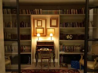Pasillos, vestíbulos y escaleras de estilo clásico de By N&B Interior Design Clásico
