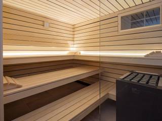 Design-Sauna mit Doppelnut-Profil in Espe mit eingelegter dunkler Feder:  Sauna von corso sauna manufaktur gmbh