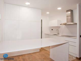 Reforma integral en calle Bisbal de Barcelona Cocinas de estilo clásico de Grupo Inventia Clásico