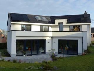 Façade arrière: Maisons de style de style Moderne par Bureau d'Architectes Desmedt Purnelle