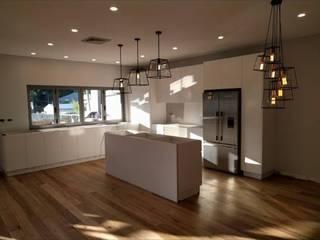 Kitchen by MKK Arq
