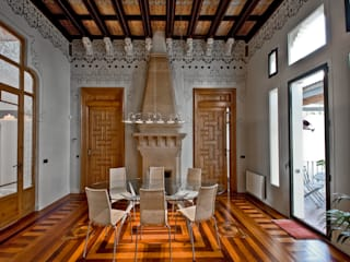 Classic style dining room by APRIS GESTIÓ TÈNICA DE SERVEIS, SL Classic