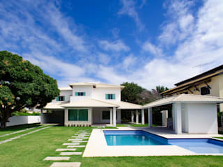 CHASTINET ARQUITETURA URBANISMO ENGENHARIA LTDA Modern houses Bricks White