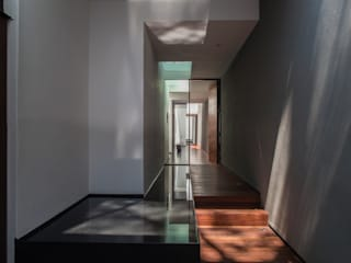 Almazan y Arquitectos Asociados Eclectic corridor, hallway & stairs Concrete White