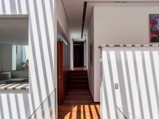 Pasillos y vestíbulos de estilo  por Almazan y Arquitectos Asociados, Ecléctico
