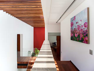 Almazan y Arquitectos Asociados สไตล์ผสมผสาน ทางเดินห้องโถงและบันได คอนกรีต White