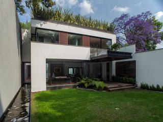 Casa de los 5 Patios: Casas de estilo  por Almazan y Arquitectos Asociados