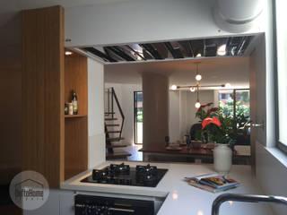 Casa del movimiento: Cocinas de estilo  por DeftoHomeStudio INC, Ecléctico