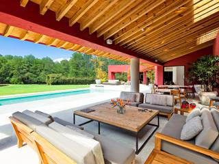 Casa las Moras Salones modernos de Lopez Duplan Arquitectos Moderno