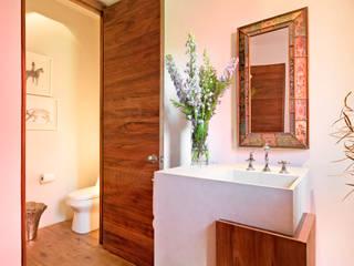 Salle de bain moderne par Lopez Duplan Arquitectos Moderne