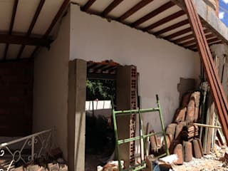 CASA DEL MOVIMIENTO: Salas de estilo  por DeftoHomeStudio INC, Industrial