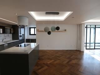 Dining room by 디자인세븐, Modern