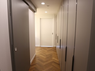 Modern Corridor, Hallway and Staircase by 디자인세븐 Modern